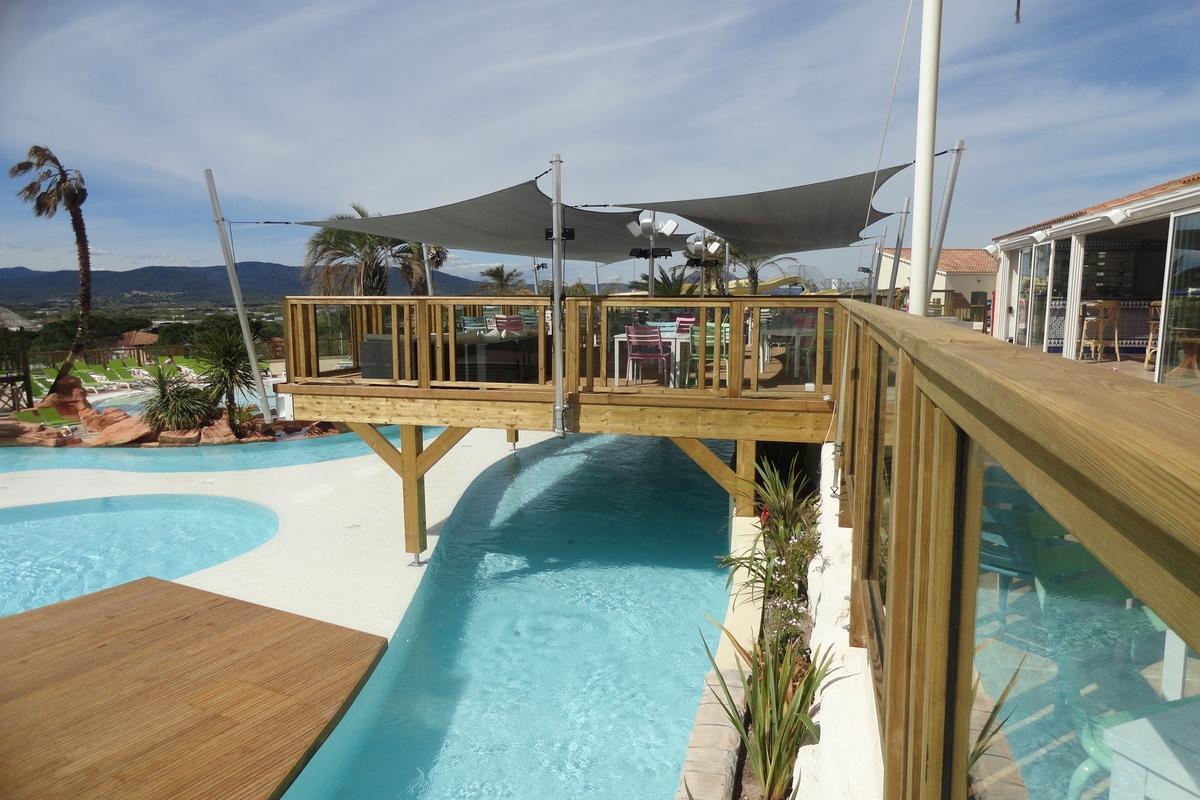 Parc aquatique for Terrasse bois flotte